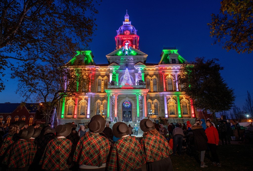 Guernsey County Ohios Courthouse Christmas Light Display 2020 Guernsey County Courthouse Holiday Light Show   Adventures in